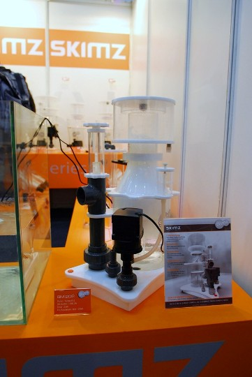 Day 1 – Skimz at the Interzoo 2010 – Pt 5 (Skimz SM202 Protein Skimmer)