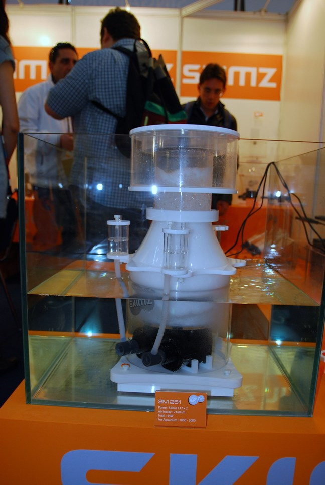 Day 1 – Skimz at the Interzoo 2010 – Pt 6 (Skimz SM251 protein skimmer)